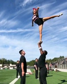 12 People Who Are Having The Most Embarrassing Day Of Their Lives Cheerleading Videos, Cheerleading Workouts, Cheer Workouts, Gymnastics Videos, Tumbling Gymnastics, High School Cheerleading, Cheerleading Pictures, Cheer Dance Routines, Cheer Moves