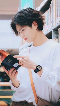 PARK BO GUM  DİZİ POSTERİ BOYFRİEND Korean Celebrities, Korean Actors, Park Bo Gum Cute, Park Bo Gum Wallpaper, Park Go Bum, Dramas, Haircuts For Men, Cute Guys, Hair Cuts