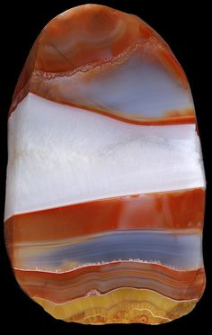Sardonyx:The stone of senses. It improves sensory perception and strengthens the parasympathetic nervous system. Helps prevent bronchitis and infections of the respiratory tract. It sharpens the mind. Helps the wearer confront the world with open eyes and not get lost in dreams. It encourages the sense of reality in Capricorns and also helps Aries to distinguish what is essential.