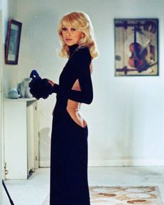 Mireille Darc wearing a gorgeous Guy Laroche backless gown accessorized with a minimalistic silver chain in The Tall Blond Man With One… Guy Laroche, Fashion Week, 70s Fashion, Fashion Outfits, Classy Fashion, French Fashion, Yves Robert, Robes Glamour, Backless Gown