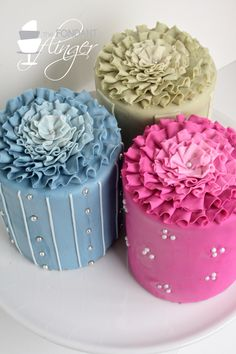 Pretty little cakes, from The Fondant Flinger. Mini Wedding Cakes, Mini Cakes, Cute Cakes, Pretty Cakes, Fancy Cakes, Gorgeous Cakes, Amazing Cakes, Fondant Cakes, Cupcake Cakes
