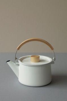 Kaico Enamel Kettle. Designed by Makoto Koizumi this enamel kettle holds 1.45L. Made in Japan
