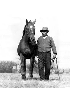 Man O'War....great great grandfather of my moms horse!