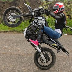 Wonderful Lady Biker, Biker Girl, Motorcycle Types, Motorcycle Girls, Women Riding Motorcycles, Motocross Girls, Motorbike Girl, Yamaha Yzf R6, Dirtbikes