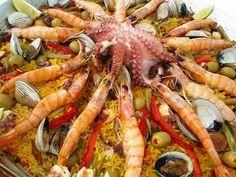 Paella Mixta Hola amig@s como les va? he visto muchas fotos y recetas acerca de la paella española o paella valenciana, existen infinidad de estas, yo veo muchas muy complicadas o con procedimiento…