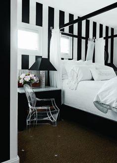 Austin home of interior designer Renea Abbott and Greg Manteris. Featured in Paper City Magazine. Photo: Jack Thompson
