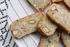 Koolhydraatarm bananenbrood - ook nog eens glutenvrij! Healthy Sweets, Low Carb Recipes, Banana Bread, Cookies, Desserts, Low Carb, Crack Crackers, Tailgate Desserts, Biscuits
