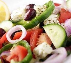 Kreikkalainen ravintola Tampere | Tammelassa Greek Salad Recipe Authentic, Greek Salad Recipes, Greek Pastitsio, Italian Lasagna, Greek Dishes, Kalamata Olives, Caprese Salad, Clean Eating, Food And Drink