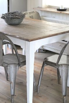 Dining - Zinc and wood (Industrial, Natural white) Eat In Kitchen, Kitchen Dining, Kitchen Decor, Table And Chairs, Dining Table, Wood Table, Dining Area Design, French Country Tables, Metal Chairs