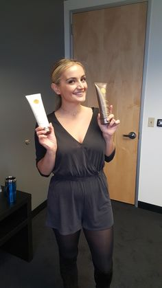 The beautiful Rachel O'Brien came into our offices and instantly fell in love with NIUCOCO! Little does she know, we love her too ;)   #NIUCOCO #NiucocoWoman #AllNatural #CocoutOil #ToxinFree #Haircare #beauty #vegan #glutenfree #VanderpumpRules #RachelObrien