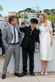 第67回カンヌ国際映画祭(Cannes Film Festival)で行われた『グレース・オブ・モナコ 公妃の切り札(Grace of Monaco)』のフォトコールに登場した(左から)俳優ティム・ロス(Tim Roth)、監督のオリヴィエ・ダアン(Olivier Dahan)、女優ニコール・キッドマン(Nicole Kidman、2014年5月14日撮影)。(c)AFP/VALERY HACHE ▼16May2014AFP|【写真特集】第67回カンヌ国際映画祭 http://www.afpbb.com/articles/-/3014951 #Cannes_Film_Festival #Olivier_Dahan #Nicole_Kidman #Tim_Roth