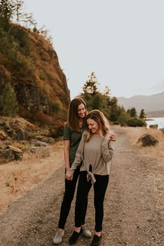 Columbia River Gorge Portland Oregon Engagement Session | Same Sex Couples Session | LGBT Engagement Session | Adventurous Couples Fall Engagement Outfits, Engagement Couple, Engagement Session, Engagement Photos, Couple Posing, Couple Shoot, Couple Photography Poses, Photography Ideas, Lgbt Couples