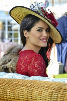 Winter Wedding bodaa Wedding Hats, Wedding Attire, Vintage Glam, Vintage Fashion, Velvet Hat, Wedding Guest Looks, Boho Inspiration, Dress Up Outfits, Mob Dresses