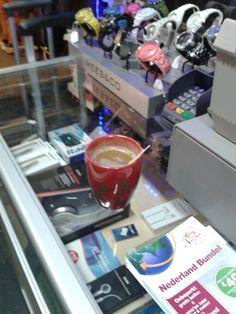Lekkere koffie drinken bij ESC Azimi in Apeldoorn. Ik heb ook een mooi telefoon hoesje gekocht.