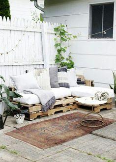 Fresh Pallet Garden Furniture with Cushions pallet furniture DIY Pallet Couch Pallet Garden Furniture, Diy Outdoor Furniture, Couch Furniture, Furniture Projects, Rustic Furniture, Modern Furniture, Antique Furniture, Furniture Design, Furniture Cleaning