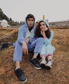 Cute Couple Doing Their Thing Cute Relationship Goals, Cute Relationships, Best Friend Photos, Best Friends, Pictures Images, Cool Pictures, Ulzzang Couple, A Team, Couple Goals