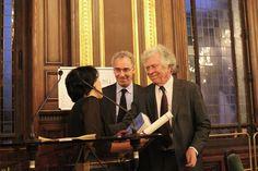 Sema Kiliçkaya reçoit son prix des mains de Pierre Joxe, ancien ministre, président de la Fondation Seligmann, et de François Weil, recteur de l'académie, chancelier des universités de Paris. #éducation #ensemble #prixseligmann #paris #france #sorbonne #chancellerie