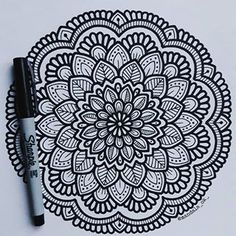 Mandala Doodle, Henna Mandala, Mandala Art Lesson, Mandala Artwork, Mandala Painting, Zen Doodle, Sharpie Drawings, Sharpie Doodles, Sharpie Art
