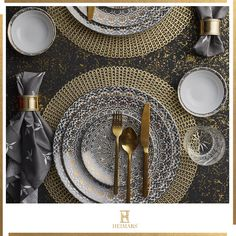 Get an incredible experience of luxury home decor items online shopping at Heimars. Select the finest handcrafted luxury/ premium décor pieces from our extensive collection. Home Decor Items Online, Gold Chrome, Decorative Cushions, Dinner Sets, Luxury Home Decor, Carat Gold, Accent Decor, Turkey, Delicate