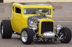 32 Ford Coupe, American Graffiti, my favorite car of all time Hot Rod Autos, Carros Audi, Vintage Cars, Antique Cars, Old Hot Rods, American Graffiti, Classic Hot Rod, Ford Classic Cars, Hot Rides