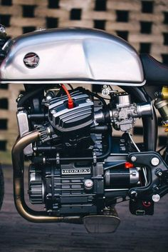 Honda Cafe Racer by Sacha Lakic Design Cx500 Cafe Racer, Cafe Racer Logo, Cafe Racer Moderne, Modern Cafe Racer, Cafe Racer Build, Motorcycle Engine, Cafe Racer Motorcycle, Motorcycle Design, Tracker Motorcycle