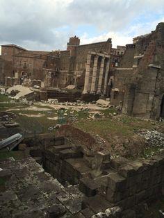 Door deze gebouwen zou je de inrichting op het oud-romeinse Forum Romanum goed voor kunnen stellen.