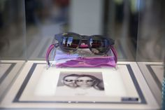 Una limited edition di occhiali da sole in 6 colori disegnati in esclusiva da Filippa Lagerbäck per riportare la luce nella vita di 1.000 donne africane.