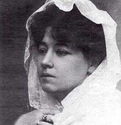 """Alice Guy - erste Regisseurin der Filmgeschichte drehte hunderte von Filmen. """"...Nachdem Gaumont und Alice Guy eine erste Vorführung von Lumières """"Cinématographe"""" gesehen hatte, bat Guy ihren Chef um Erlaubnis, mit der Gaumont-Kamera einen Film mit einer Spielhandlung zu drehen. Im Frühjar 1896 dreht Alice Guy nach ihren eigenen Worten ihren ersten (Kurz-)Film """"La Fée aux choux""""."""