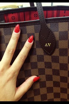 Louis Vuitton never full & red pointy nails ❤️