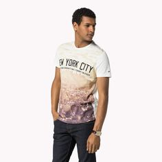 Tommy Hilfiger Tee Casual, short-sleeved tee that stands out with a NYC photo print on the entire front.