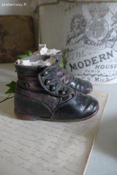 Bottines , chaussres anciennes pour enfant Brocante de charme atelier cosy.fr