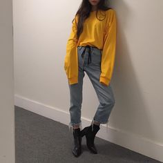JULIELINGMA · Oversized Mustard Yellow Shirt, Mom Jeans, Black Pointed Toe Ankle Boots
