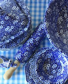 My dishes are a blend of the Blue Calico, Blue Willow and other Blue Toile plates I fiend at thrift shops, yard sales ad clarances etc. Love the colors and if one meets an early demise no stress of ruining a set!