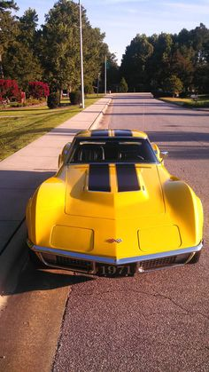 Collection of Corvette Pictures and Videos - Great auto photos - Moto Femme Corvette Summer, Chevrolet Corvette Stingray, 1977 Corvette, Yellow Corvette, Chevrolet 2017, Maserati, Lamborghini, Ferrari 458, Us Cars