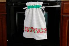 6 FREE Tutorials to Keep Your Kitchen Towels off the Floor - Peek-a-Boo Pages Kitchen Towels Crafts, Towel Crafts, Diy Kitchen Decor, Old Towels, Dish Towels, Crafts To Make, Fun Crafts, Towel Wrap, Easy Sewing Projects