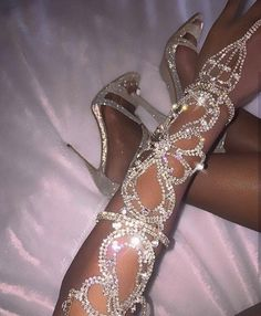 fashion, shoes, and diamond image Boujee Aesthetic, Bad Girl Aesthetic, Aesthetic Beauty, Cute Jewelry, Body Jewelry, Jewellery, Hand Jewelry, Cute Shoes, Me Too Shoes