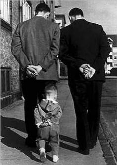 Photo by Robert Doisneau my favorite photographer! His photos captured his personality very well Love the three generations represented. Robert Doisneau, Black White Photos, Black And White Photography, Great Photos, Old Photos, Jolie Photo, Vintage Photographs, Street Photography, Urban Photography