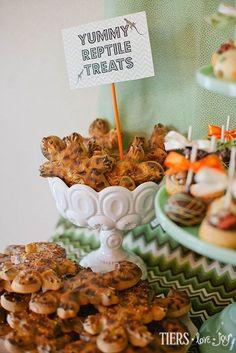 Lizard Sugar Cookies by Beverly's Bakery Reptile Party, Best Bakery, Sugar Cookies, Bugs, Stuffed Mushrooms, Place Card Holders, Joy, Treats, Vegetables