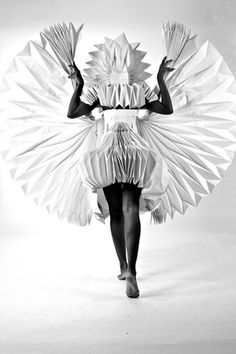 Tara Keens Douglas - vestido de espaldas