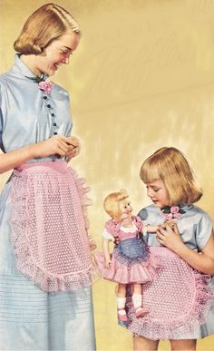 Darling matching aprons for the whole mother, daughter and dolly. #vintage #family #aprons #homemaker
