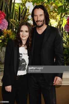 "Actress Winona Ryder and actor Keanu Reeves attend a photo call for Regatta's ""Destination Wedding"" at the Four Seasons Hotel Los Angeles at Beverly Hills on August 2018 in Los Angeles,. Get premium, high resolution news photos at Getty Images Winona Ryder, Johnny And Winona, Johnny Depp, Keanu Reeves Married, Keanu Charles Reeves, Keanu Reeves Wife, Jake Abel, Entertainment Tonight, Happy Wife"