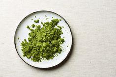 RØDGRANSUKKER: 500 g økologisk sukker + 200 g rødgran + 2 g salt. FREMGANGSMÅDE: Kom rødgrannåle, sukker og salt i en blender og blend til hele massen er grøn. Fyld sukkeret i et passende sylteglas. Sukkeret kan stå i op til et år.