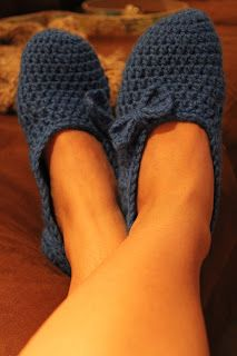 A Bit of Bermuda Sunshine: Bow-utiful Crochet Slippers