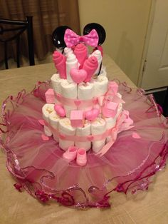 I know I can make this. What a cute way to gift diapers as my next baby shower gift