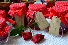 Rosenblütengelee mit Vanille - Feel the Meal Crepes, Gift Wrapping, Meals, Gifts, Rose Bush, Types Of Roses, Small Plates, Small Bottles