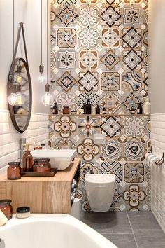 carreaux de ciment beiges et marron salle de bain