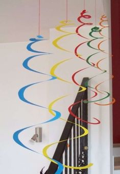 : Carnival decorations: giant spirals and confetti MammA GiochiaMo?: Carnival decorations: giant spirals and confetti Crafts To Make, Crafts For Kids, Arts And Crafts, Paper Crafts, Diy Crafts, Diy Paper, Decoration Creche, Carnival Crafts, Craft Kids