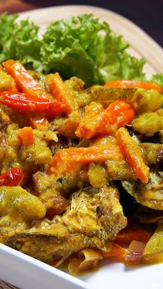Fish Recipes, Asian Recipes, Ethnic Recipes, Seafood Dishes, Fish And Seafood, Malaysian Food, Indonesian Food, A Table, Food And Drink