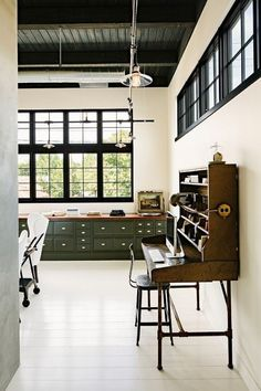 28 Stylish Industrial Desks For Your Office