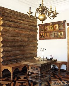 An antique table, an oak bench designed by Perestoronin, and a display of icons in the living room. Rustic Design, Rustic Decor, Russian Architecture, Home Altar, Bench Designs, Wood Ceilings, Elle Decor, Decoration, Home Goods